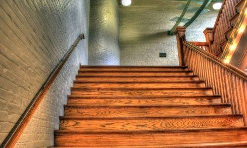 comment empecher un escalier en bois de craquer